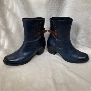 Clark's Artisans Navy Ankle Boots